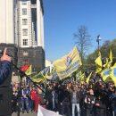 Митинг под Кабмином: активисты требуют не допустить повышения цен на бензин