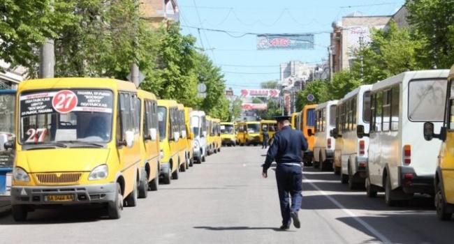 Казанский: Кабмину нужно не желтый сигнал светофора запрещать, а убрать с дорог городов «газельки» и подобный хлам