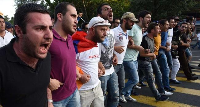 Массовые протесты в Армении: Саргсян сделал важное заявление