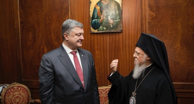 Блогер: теперь Петр Порошенко войдет в историю как президент, который отвоевал нашу церковь