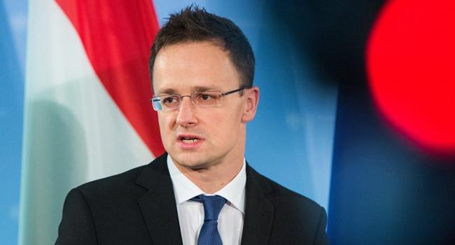 Сийярто обвинил Киев в атаке на национальные меньшинства