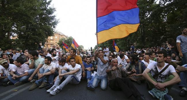 Дипломат: на вопрос, есть ли в протестах в Армении антироссийская риторика, ответ однозначен – нет