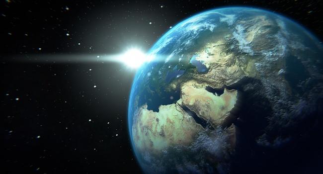 Ученые: у Земли два естественных спутника