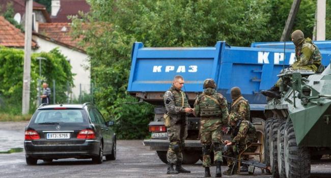 ЧП в Мукачево: во время движения колонны военной техники произошло ДТП, военные госпитализированы