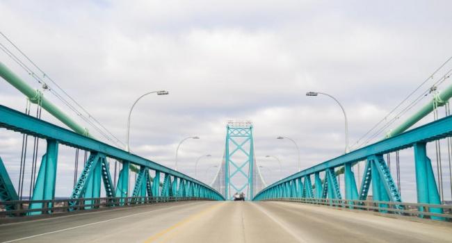 В России произошло частичное обрушение крупного моста
