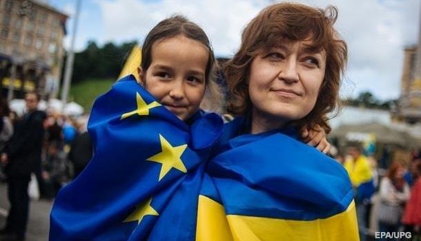 Социологи: более половина украинцев поддерживают вступление Украины в ЕС