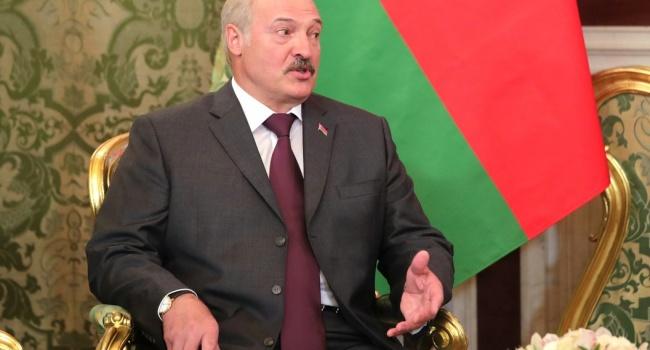 Лукашенко резко раскритиковал Путина за попытку присвоить победу во Второй мировой войне