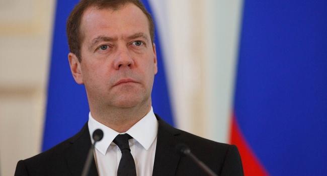 Большая часть россиян не согласны с новым назначением Медведева на должность премьер-министра