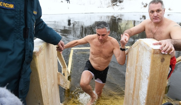 Хантсман рассказал о крещенских купаниях с Путиным