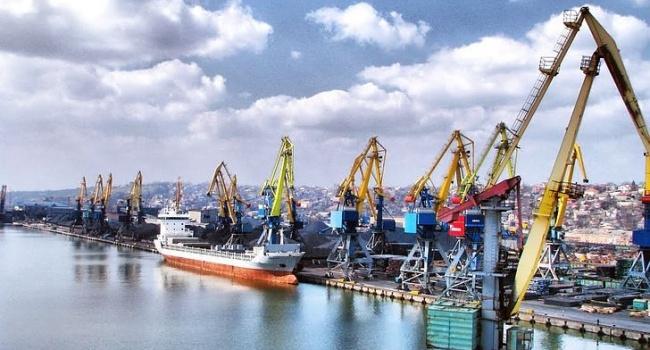 Эксперт: Россия хочет уничтожить Мариупольский и Бердянский порты