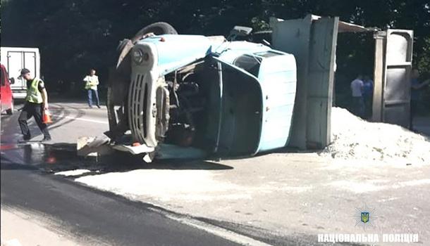 ДТП на Прикарпатье: в результате столкновения рейсового автобуса  ЗИЛ-130 погибли люди