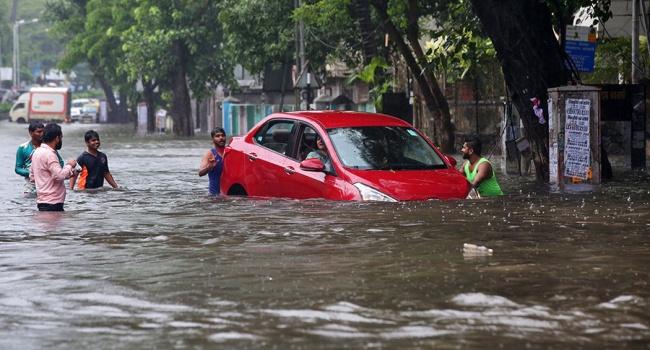 Более 30 погибших: на Индию обрушился мощный ураган