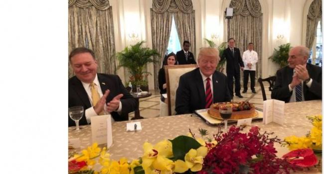 В Сингапуре Трампа заранее поздравили с днем рождения
