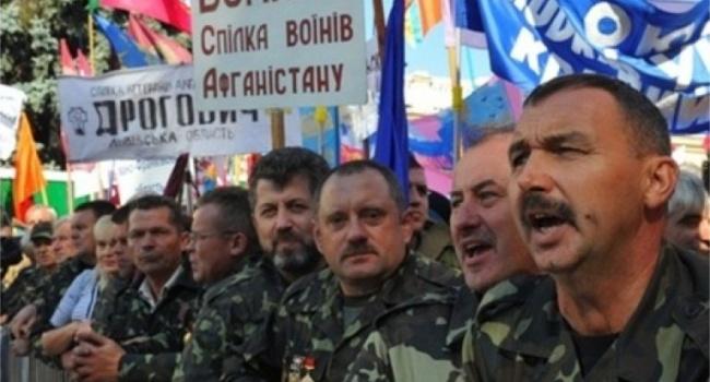 Политолог: осуждаем вторжение «ограниченного контингента», но своим выплачиваем пенсии