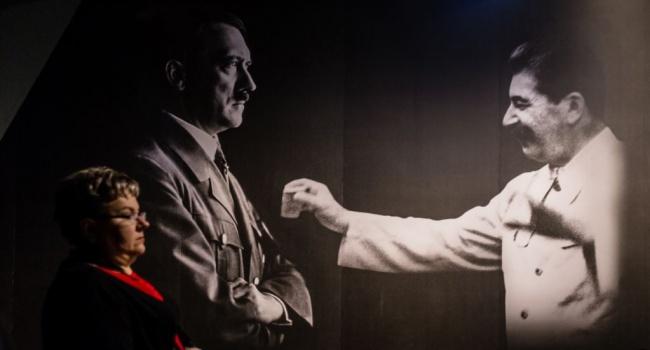 Историк: Сталин с Гитлером дружил, но ножичек финский в сапоге держал и все чаще на место под левой лопаткой союзничка поглядывал