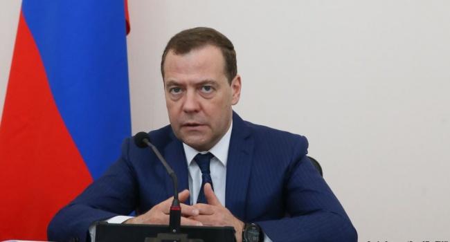 Медведев предупредил «американских друзей», что Россия готовит ответ США и речь не только о политике