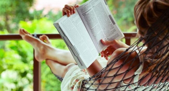 Читання лежачи та близько дивитись телевізор: Супрун розвінчала черговий міф, щодо впливу зовнішніх факторів на зір