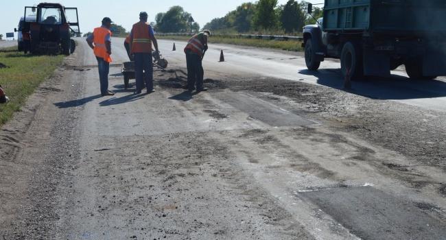 «Масштабные ремонты дорог в Украине»: из-за огромных ям на трассе в Черкасской области трагически разбилась семья