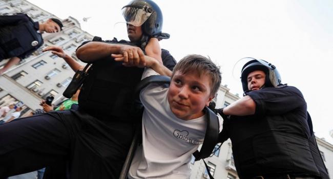 Политолог: не жалейте маленьких россиян, их родители сознательно выбрали уже почти сталинский режим