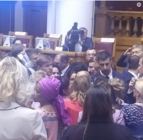 «Только плешь ботоксную видно»: Путина «атаковали» на женском форуме