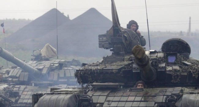 «Готовятся к противостоянию»: террористы ОРЛО хранят много танков и бронетехнику в населенных пунктах, - СКЦЦ