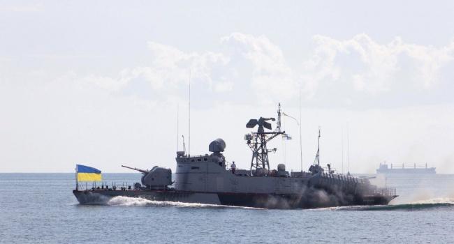 «Российские СМИ до сих пор пережевывают»: проход украинских кораблей под Крымским мостом стал ударом для РФ
