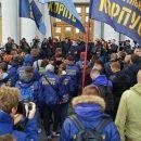 У стен МИД Украины проходит митинг с требованием выслать посла Венгрии