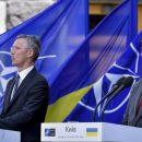 Политолог: «Это издевательство над Конституцией, — записывать в нее путь в НАТО и ЕС. Это полный бред»