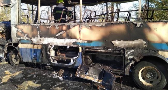 В Днепропетровской области дотла сгорел рейсовый автобус, перевозивший пассажиров