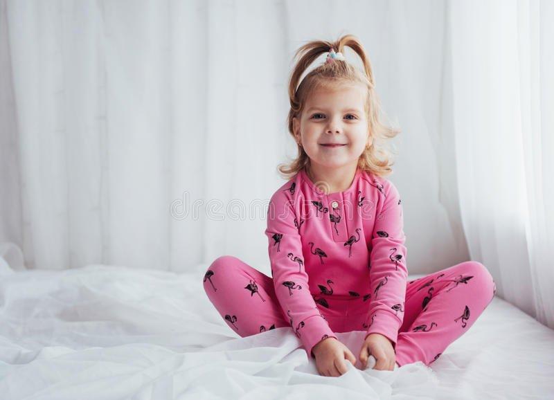Лучший подарок для вашей дочери это пижамы для девочек от магазина olioli.com.ua