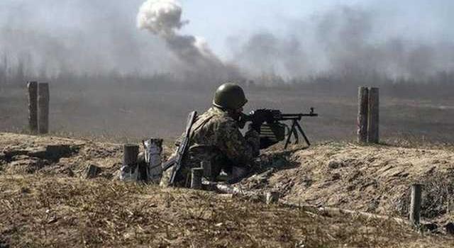 Боевики на Донбассе убили одного и ранили двух  украинских военных