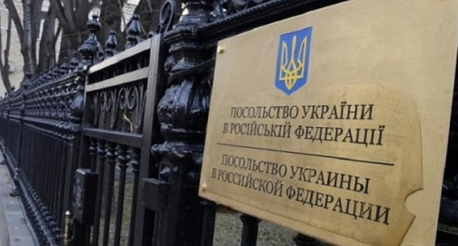 Журналист: в президентском указе, как минимум, не хватает прекращения дипотношений с РФ
