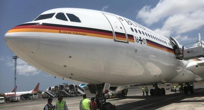 Во время полета на саммит G20 самолет Меркель сломался в воздухе