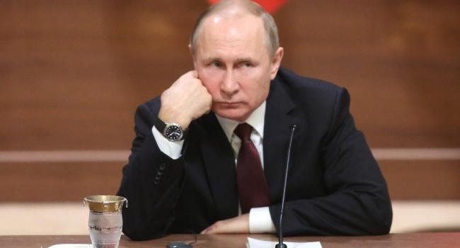 Ключевую роль в получении Украиной Томоса сыграли два решения Кремля, – журналист