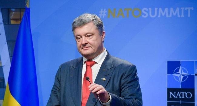 Журналист: если Порошенко удастся продвинуть страну в НАТО или хотя бы получить ПДЧ, то пусть пиарится хоть до конца дней своих