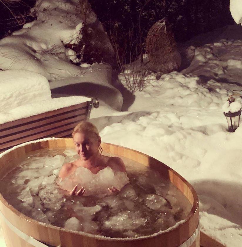 Волочкова возмутила сеть очередным обнаженным «зимним» фото