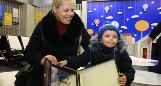 Бориспольский экспресс перевез 100-тысячного пассажира