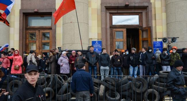 Журналист: в случае победы Порошенко Кремль попытается организовать в Украине захват украинских админучреждений