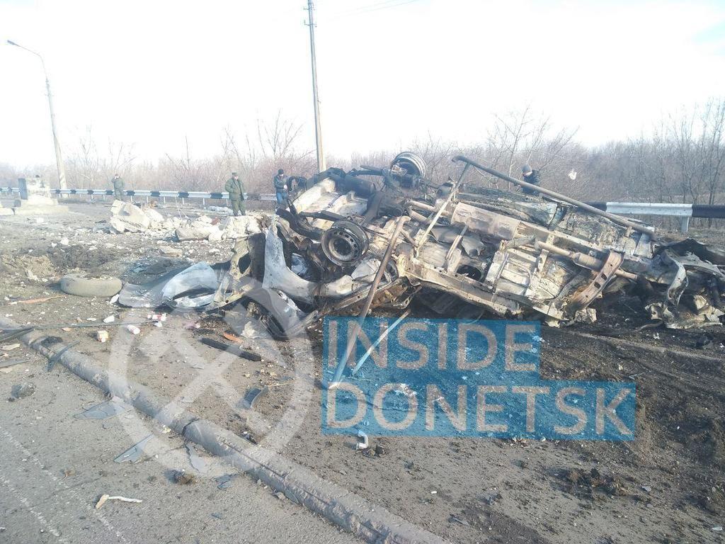 «Останки раскидало очень сильно!» В сети появились первые фото и видео с места взрыва автобуса с мирными жителями