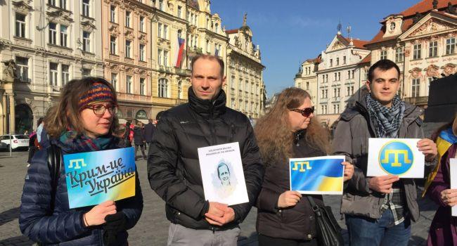 «Крым – это Украина!»: у Земана провели проукраинский флешмоб «Putin go home!»