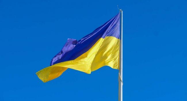 «Зрада чи свавілля»: в Тверской области житель РФ вывесил над своим домом флаг Украины и выставил требования Путину