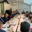 Блогер: на встречу с Зеленским пришли не представители бизнеса, а – решалы или рейдеры