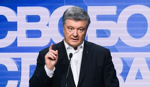 «Если не Порошенко, то Путин»: действующий президент извинился перед своим оппонентом и выступил с обращением к РФ