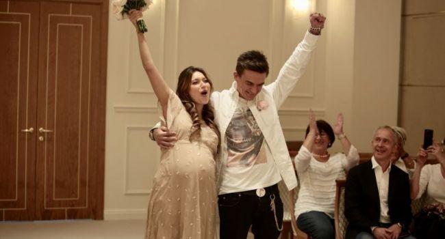 «Регина, как ты могла за такое опудало замуж выйти?» В сети жестко отреагировали на новое фото мужа Тодоренко с коляской