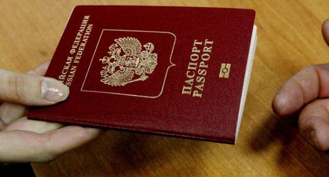 В РФ предостерегли Кремль от раздачи российских паспортов в ОРДЛО: «Это плачевно закончится для Путина»