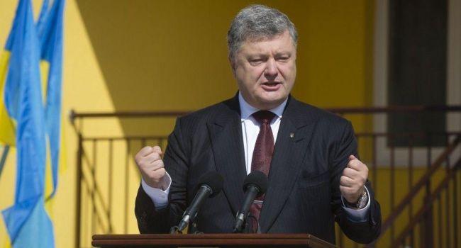 Украинцы предлагают присвоить Порошенко звание Героя Украины