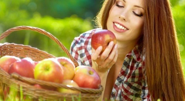 О применении яблок в косметологии