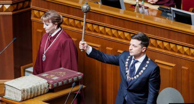 Политолог: Зеленскому очень хочется красиво «соскочить» с темы импичмента, свалив всю вину на кого-то другого