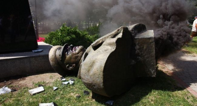 Эксперт о сносе памятника Жукову: «Теперь посмотрим, отличается ли Зеленский от Порошенко»