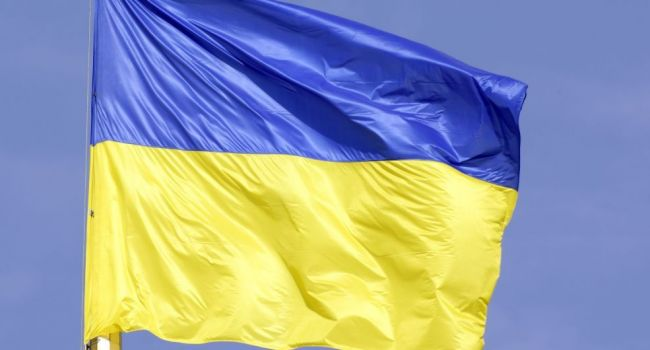 Донецк – это Украина: в День Конституции в центре города звучал гимн Украины и висел сине-желтый флаг